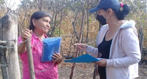 ENTREGA DE KITS DE BIOSEGURIDAD A TODAS LAS FAMILIAS E INSTITUCIONES DE LA PARROQUIA.